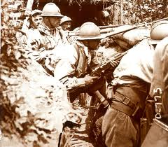 soldats français dans la tranchée
